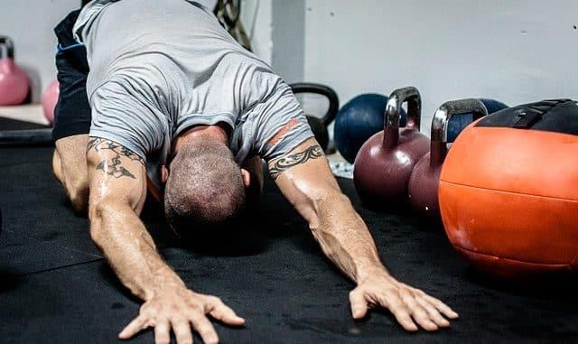 un échauffement avec une séance de musculation
