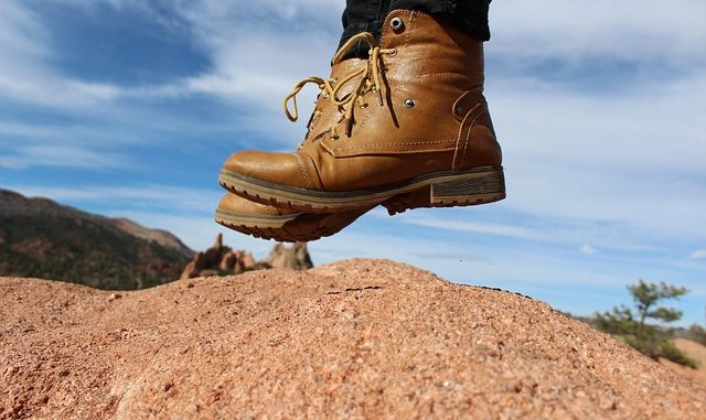 une paire de chaussures de randonnée