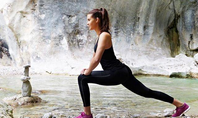 femme qui s'étire avant le fitness
