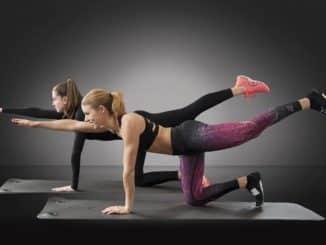 femme musclé faisant du fitness