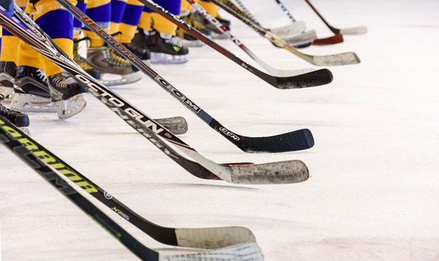 crosses de joueurs de hockey
